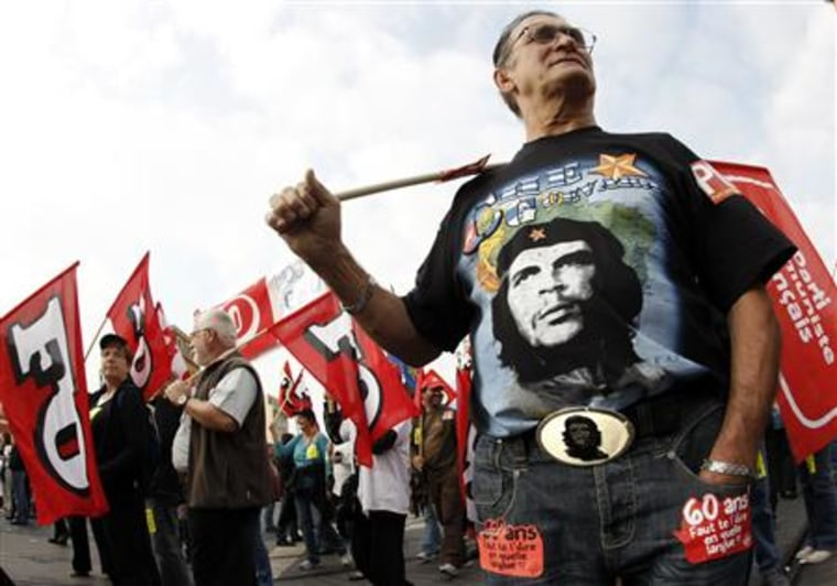 """A member of the French communist party, wearing a T-shirt of legendary guerrilla Ernesto """"Che"""" Guevara, demonstrates over pension reforms in Nice"""