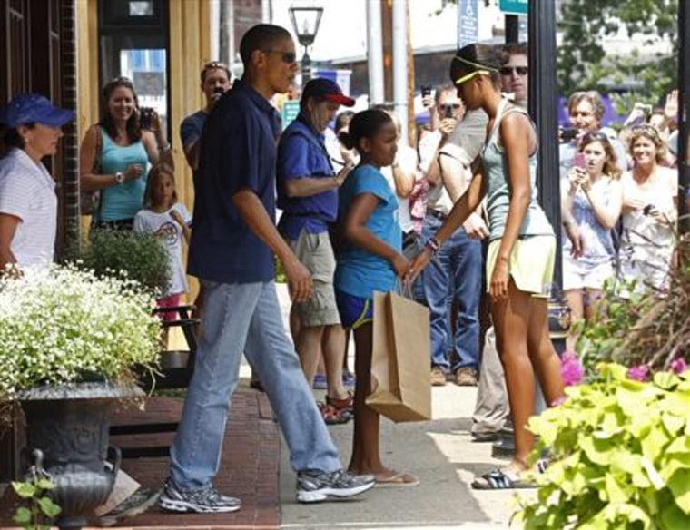 Obama shops for books in Martha's Vineyard in Massachusetts