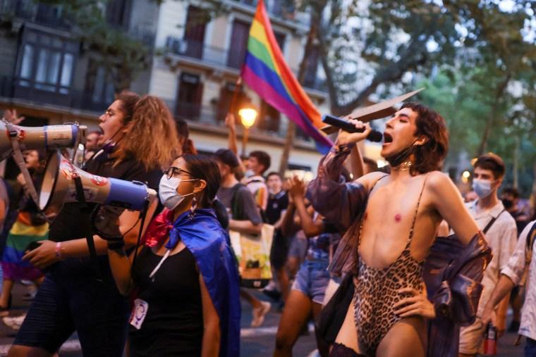 Image: LGBT activists protest the death of Samuel Luiz in Barcelona