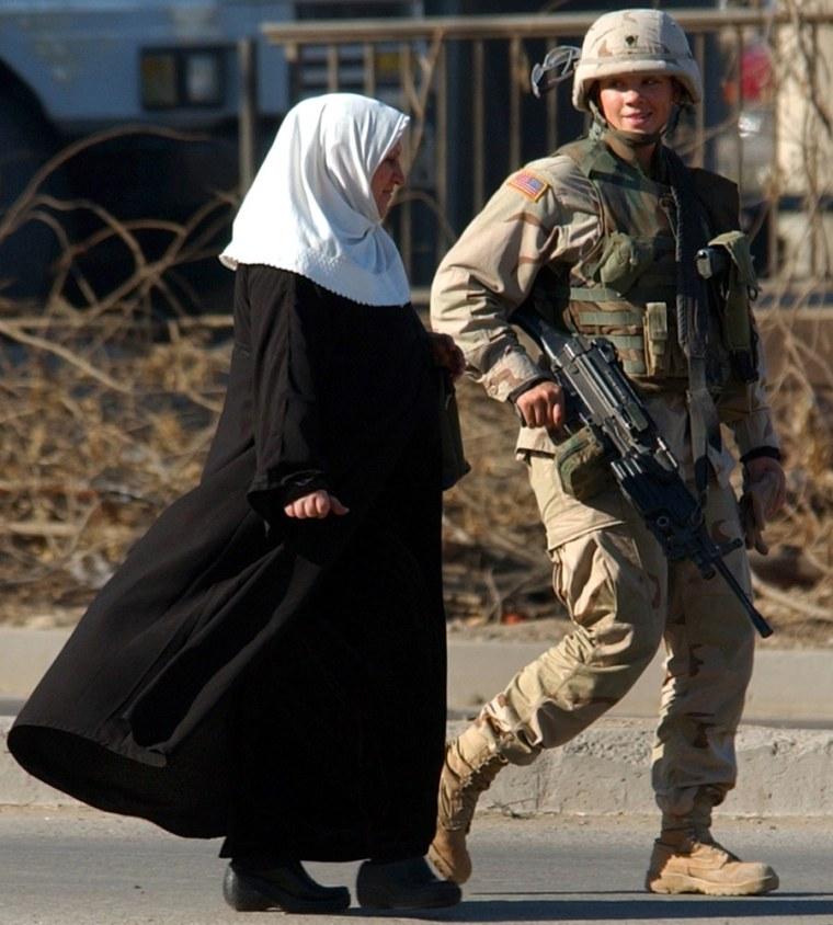 💣 female us marines