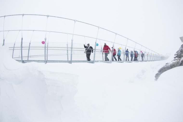 Image: Titlis Cliff Walk