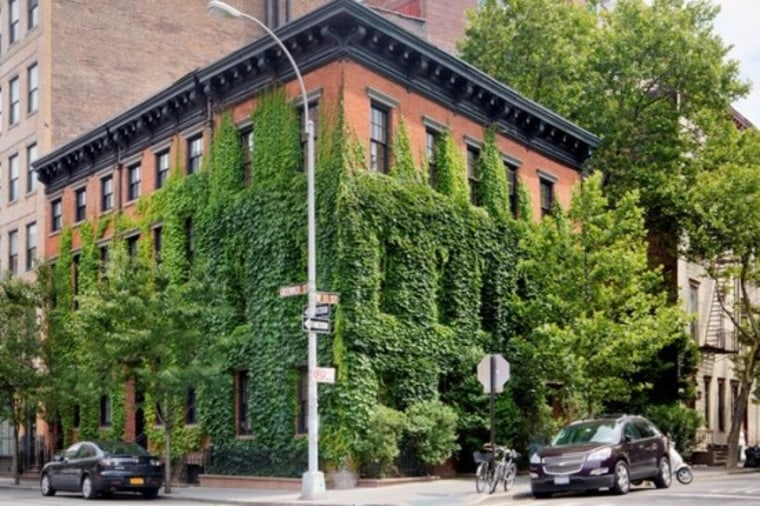 Annie Leibovitz has listed her 10,000-square-foot home in the West Village for $33 million.