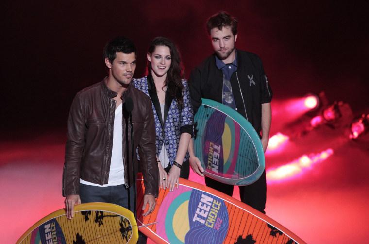 Taylor Lautner, Kristen Stewart and Robert Pattinson at the Teen Choice Awards.