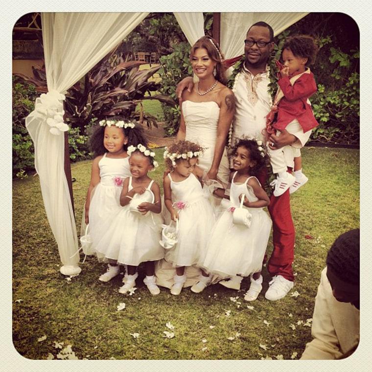 Singer Bobby Brown has wed girlfriend Alicia Etheredge in Hawaii.