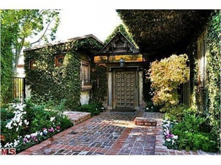 This vine-covered estate has been owned by Ryan Phillippe since his divorce to Reese Witherspoon.