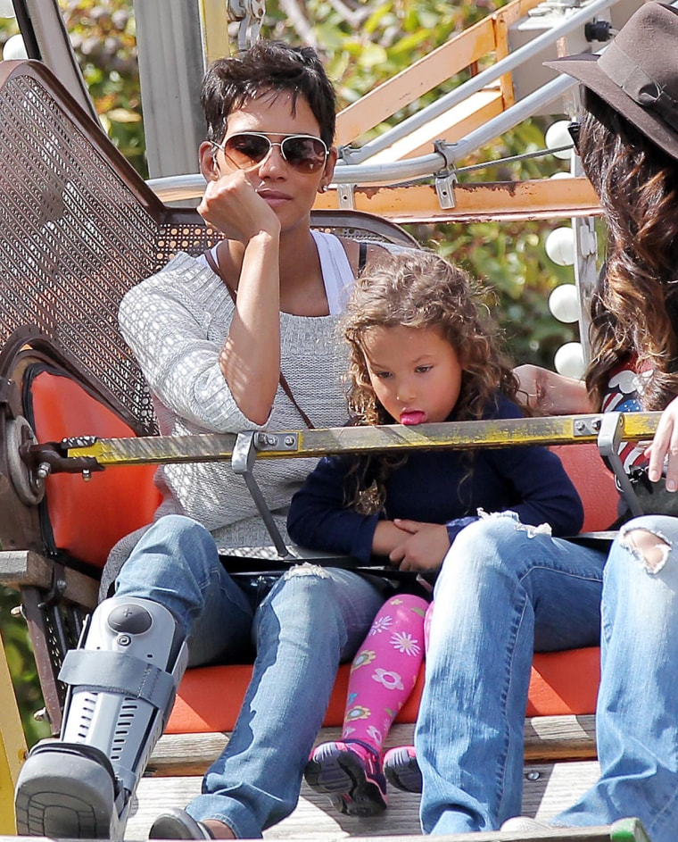 ©2012 RAMEY PHOTO 310-828-3445EXCLUSIVE!  NO WEB USAGE WITHOUT AGREED FEE!LOS ANGELES, 3/10/12HALLE BERRY AND NAHLA HAVE A BLAST AT KNOTTS BERRY FARM.KISS