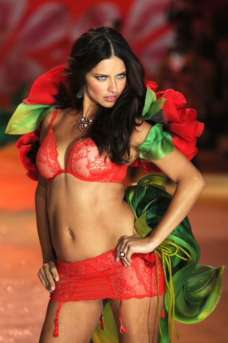 Angel Lima adriana lima walks the catwalk — two months after giving birth