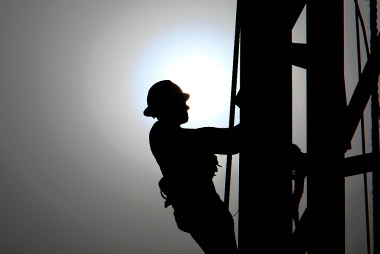 Oil workers may see an average median pay increase in 2013 of 3.8 percent to 3.9 percent, higher than the average median pay raise of 3 percent for many U.S. workers.