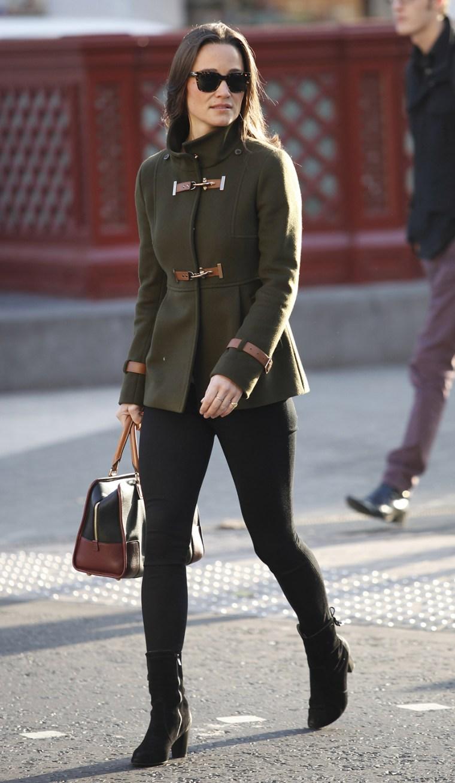 Image: Pippa Middleton wearing leggings as pants.