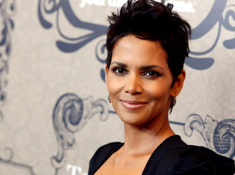 """Halle Berry says Sarah Palin is a """"distant"""" relative."""