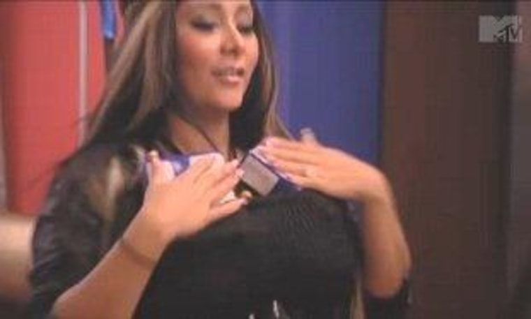 """Snooki finds a way to beat the heat on \""""Jersey Shore.\"""""""