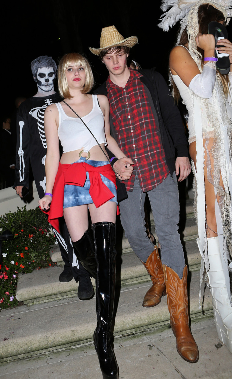 """Emma Roberts dressed as her aunt Julia Roberts' character from \""""Pretty Woman.\"""""""