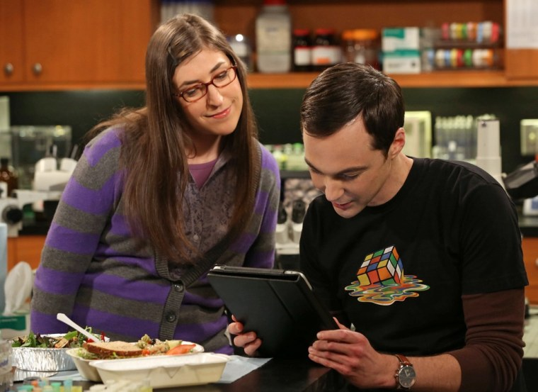 Amy (Mayim Bialik) watches as Sheldon (Jim Parsons) plays a game of Words With Friends against Stephen Hawking.