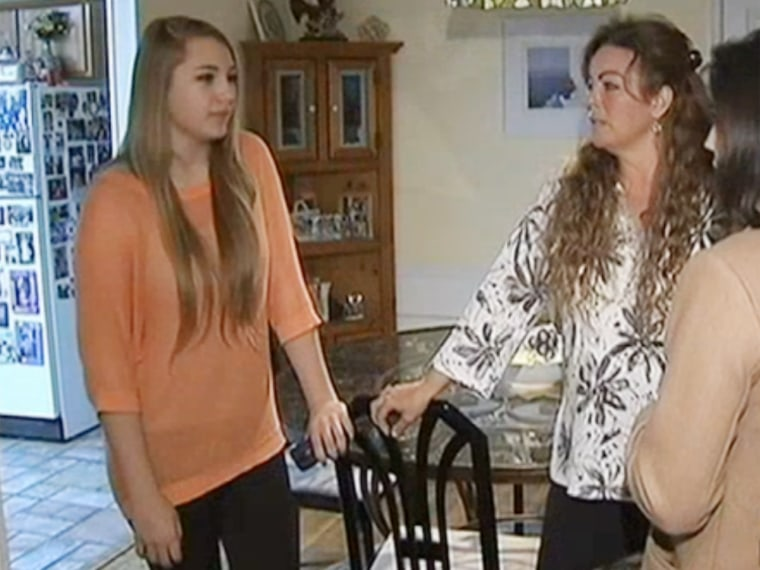 Image: Teen in leggings controversy