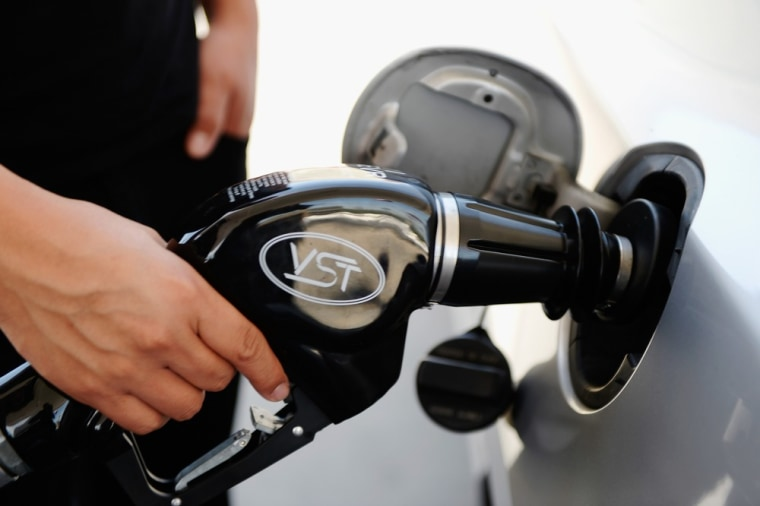 Fill her up! Gas prices drop before Labor Day weekend