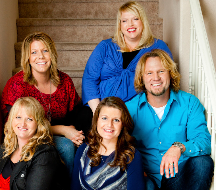 Kody Brown (Center) with sister wives (L to R) Christine, Meri, Janelle and Robyn.
