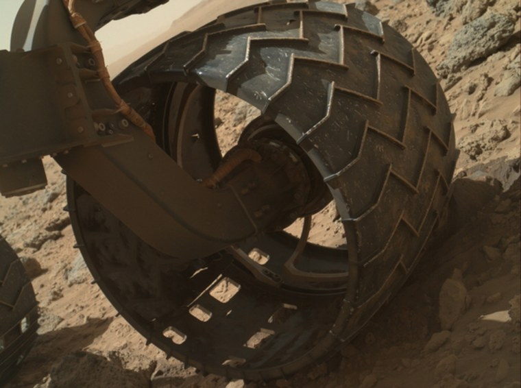 Rugged Mars terrain chewing up Curiosity's wheels; inspection set