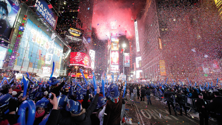 Revellers cheer as confetti falls during New Year celebrations in Times Square in New York January 1, 2011. REUTERS/Lucas Jackson (UNITED STATES - Tag...