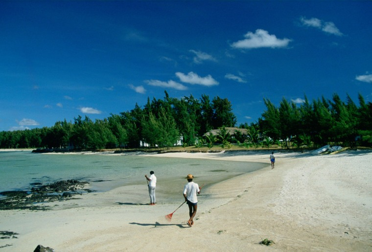 Crystals found on the sandy beaches of Mauritius suggest that chunks of an ancient continent called