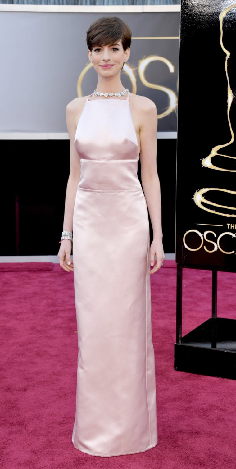 Anne Hathaway apologizes for last-minute Oscar gown switch
