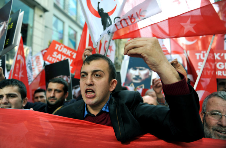 Hundreds of Turkish nationalists march in Istanbul Sunday to protest at the resumption of peace talks with Kurd rebels.