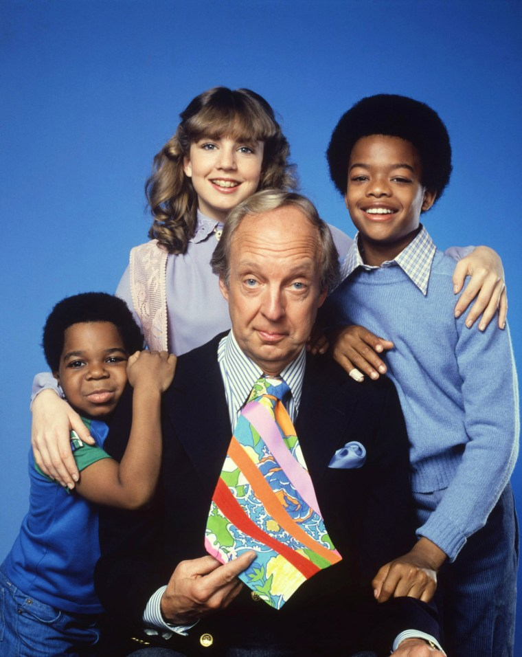 """Conrad Bain, seen with the cast of \""""Diff'rent Strokes\"""" in 1978, has died at age 89."""