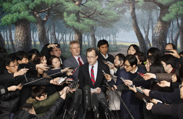 U.S. Special Representative for North Korea policy Glyn Davies, center, speaks at a news conference in Seoul on Thursday.