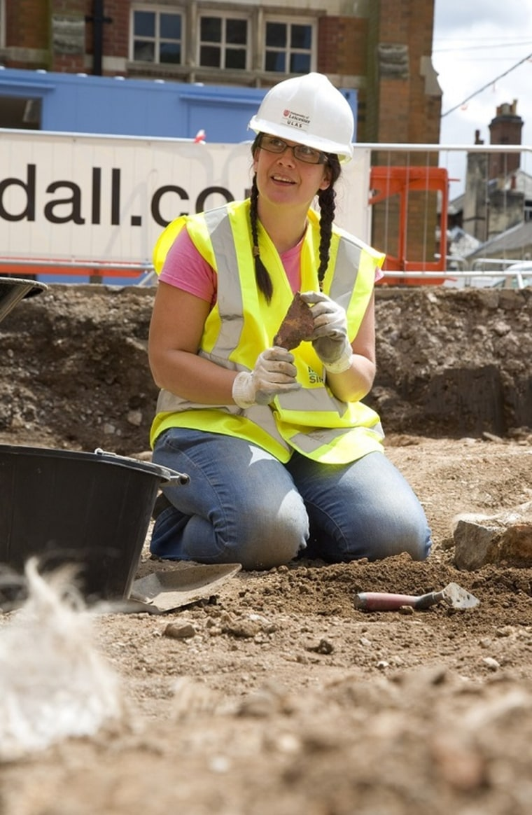 New dig at King Richard III's gravesite turns up medieval pottery