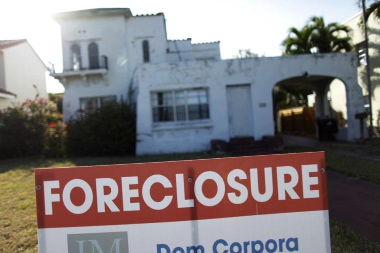 Mass defaults bring Obama housing rescue under scrutiny