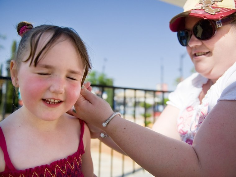 Kids should be allowed to bring sunscreen to school, the AMA says.