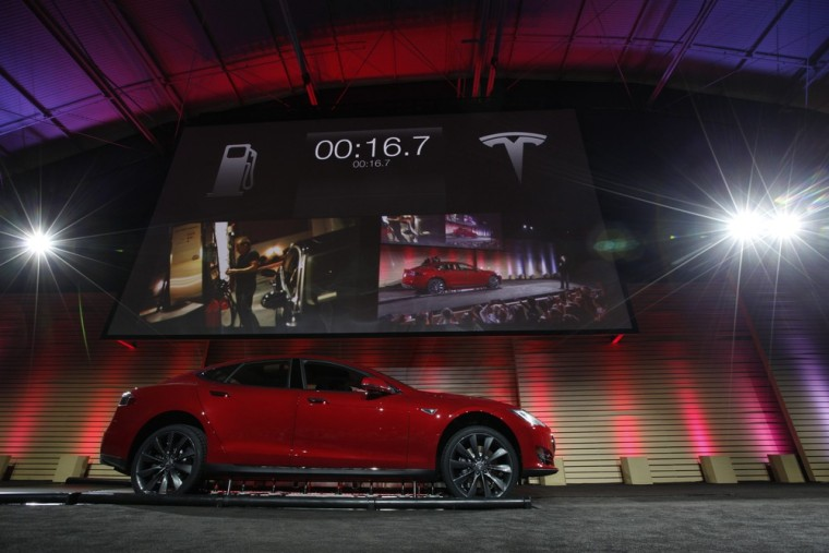 Tesla to offer quick-swap battery option for long drives