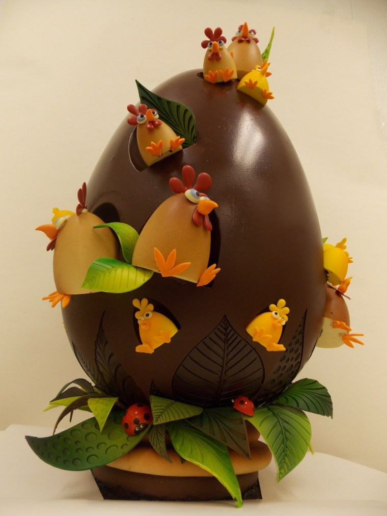A New York bakery has created this $1000 specialty Easter egg.