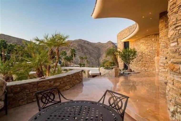 California dreaming? This Palm Springs home is on the market for $9.555 million.