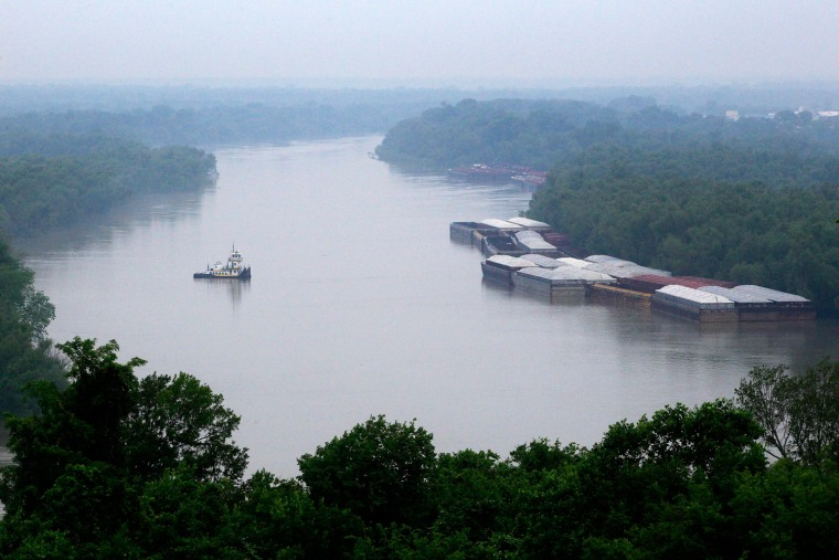 Barges sit along the banks of the Mississippi River in Vicksburg, Mississippi in this file photo taken May 13, 2011. Fifty-five percent of river and stream lengths are in poor condition for aquatic life, the Environmental Protection Agency (EPA) said on Tuesday in an unprecedented survey of U.S. Waterways.