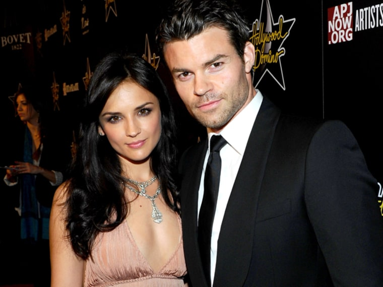 Image: Rachael Leigh Cook and Daniel Gillies