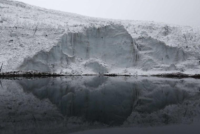 Lake at Pastoruri glacier.