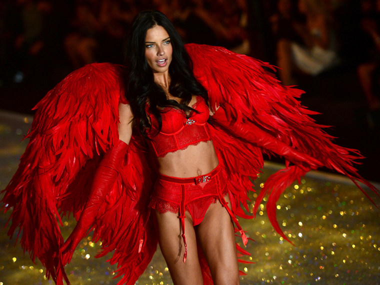 Model Adriana Lima performs during the 2013 Victoria's Secret Fashion Show at the Lexington Avenue Armory on November 13, 2013 in New York. AFP PHOTO/...