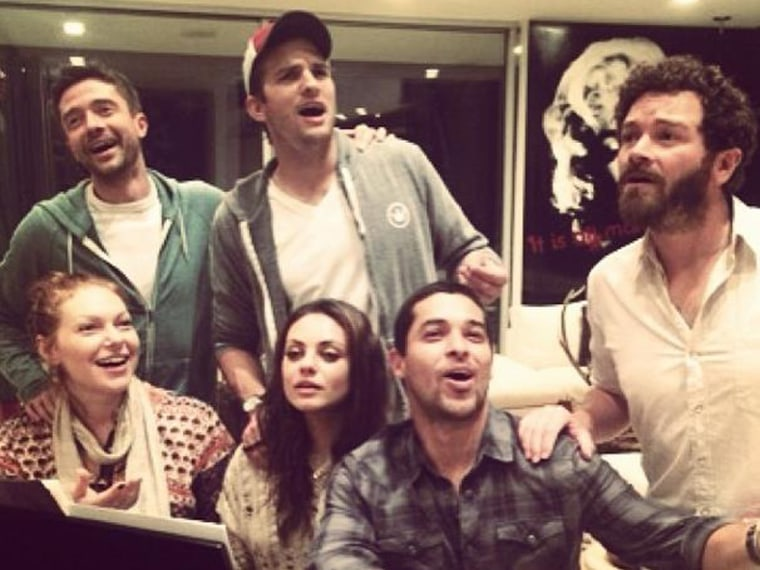 still hangin out that 70s show cast reunites for singalong