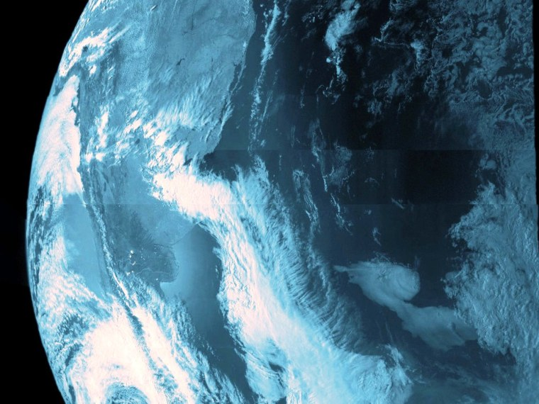Image: Juno sees Earth