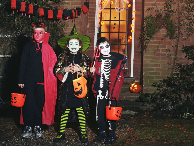 children, kids, costumes, costume, halloween, trick or treat, house, decorated, pupkin, skeleton, devil, witch,