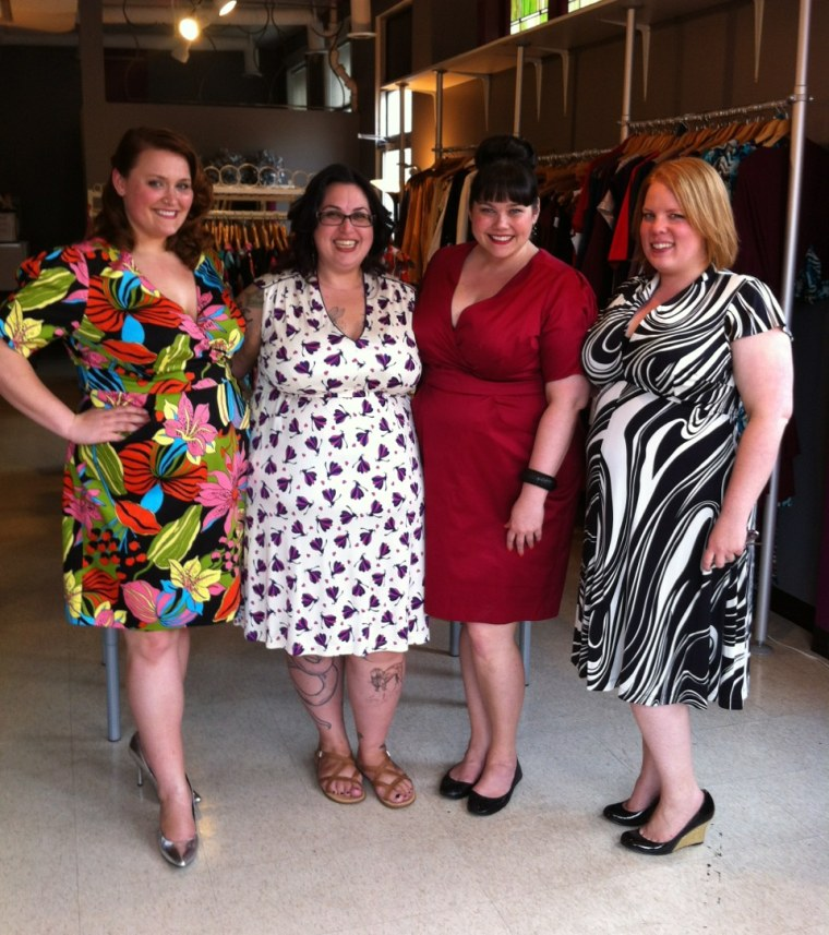 Miller and her models in a few Cabiria designs.