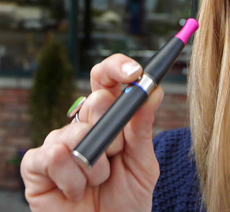 More high school students are trying e-cigarettes, the CDC and FDA report