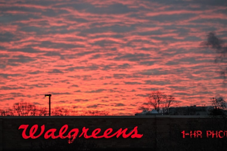 Walgreen shifting 120,000 employees to private health exchange
