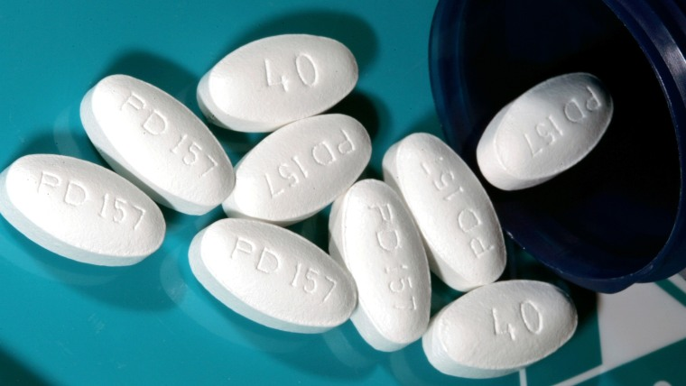 FILE - This Nov. 15, 2005 file photo shows 40 milligram tablets of Lipitor, one kind of statin used for lowering blood cholesterol, in Glen Rock, N.J....