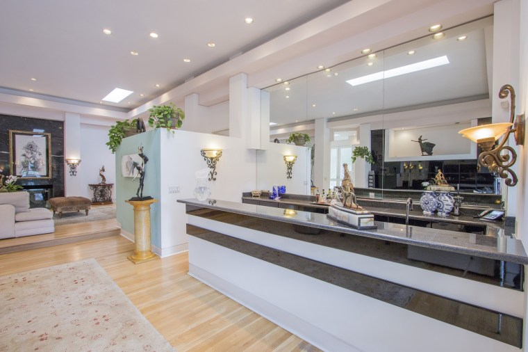 Dina Bar-El remodeled her 90210 home in the 1980s, making it a virtual model of open floor plan design.