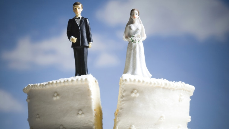 Wedding cake visual metaphor with figurine cake toppers, divorce, msnbc.com stock images