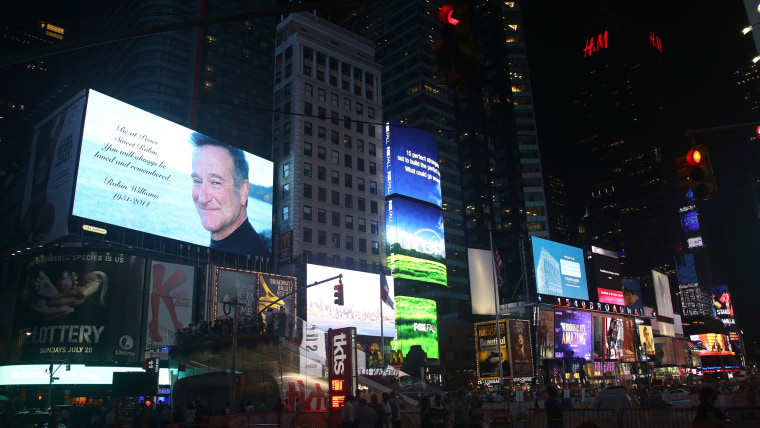 Times Square dims for Robin Williams