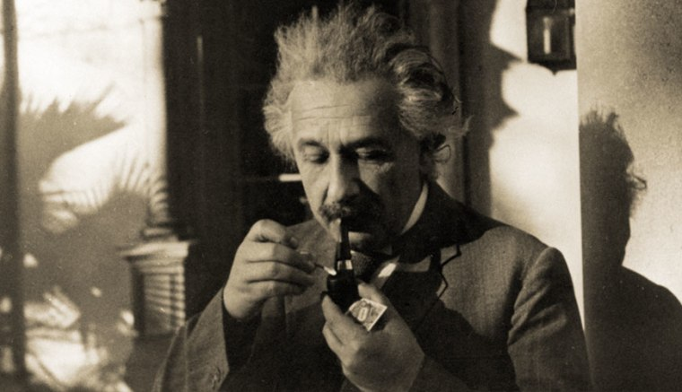 Love letters and astrophysics: 5,000 of Einstein's papers released online