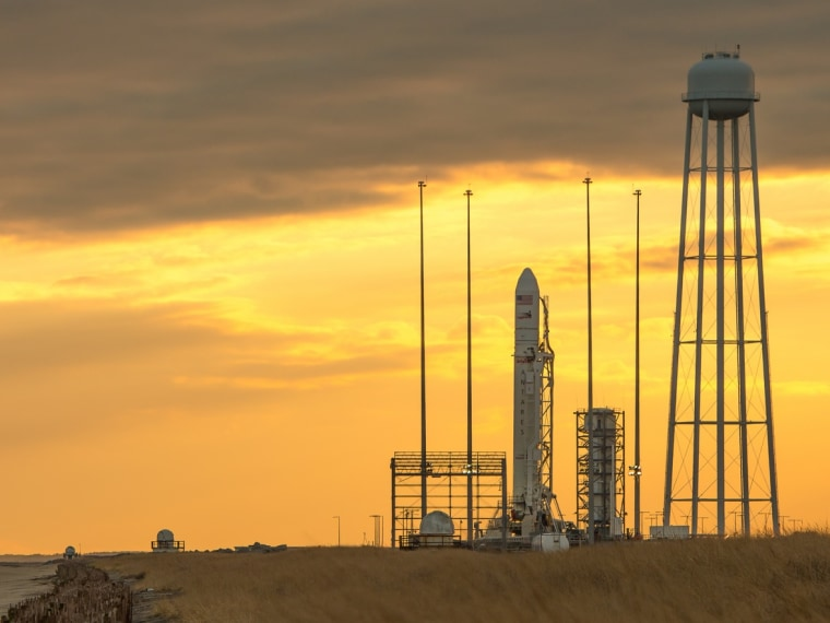Cygnus cargo spaceship gets ready to take wing from chilly East Coast