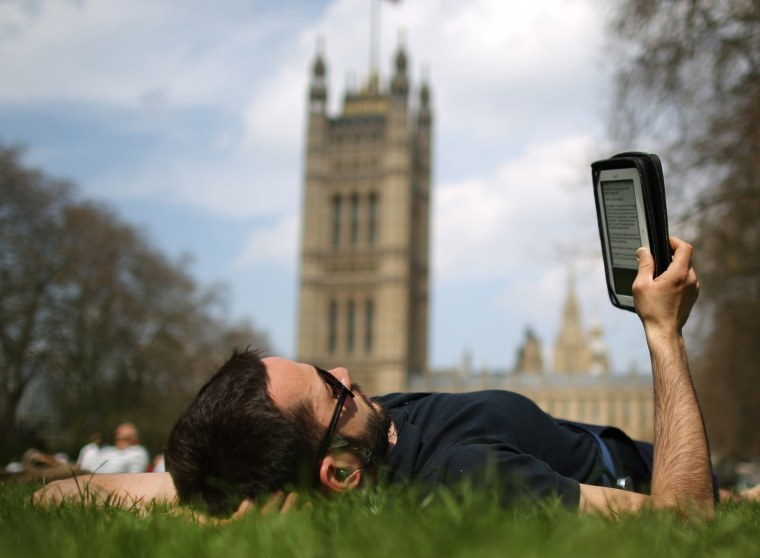 انتشار کتابهای الکترونیکی به عنوان چند ضرب، اما چاپ به سرعت ادامه دارد.